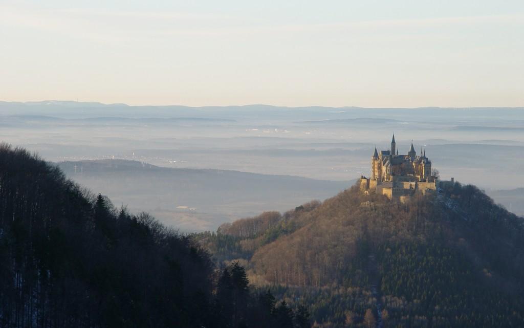 Burg_Hohenzollern_mit_Schwarzwald2