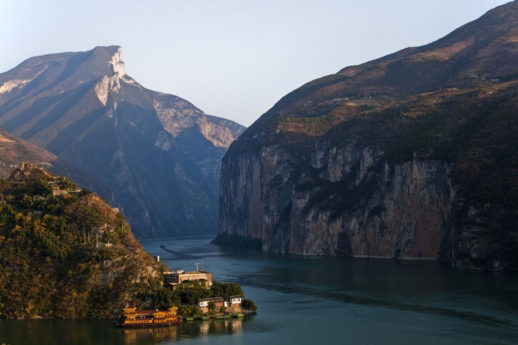 View of the Qutang Gorge along the Yangtze River from Baidicheng. By Tan Wei Liang Byorn. CC-BY 3.0.
