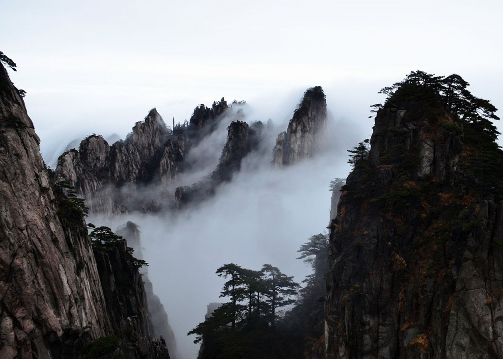 Huangshan sea of clouds. By 颐园新居. CC-BY-SA 4.0.