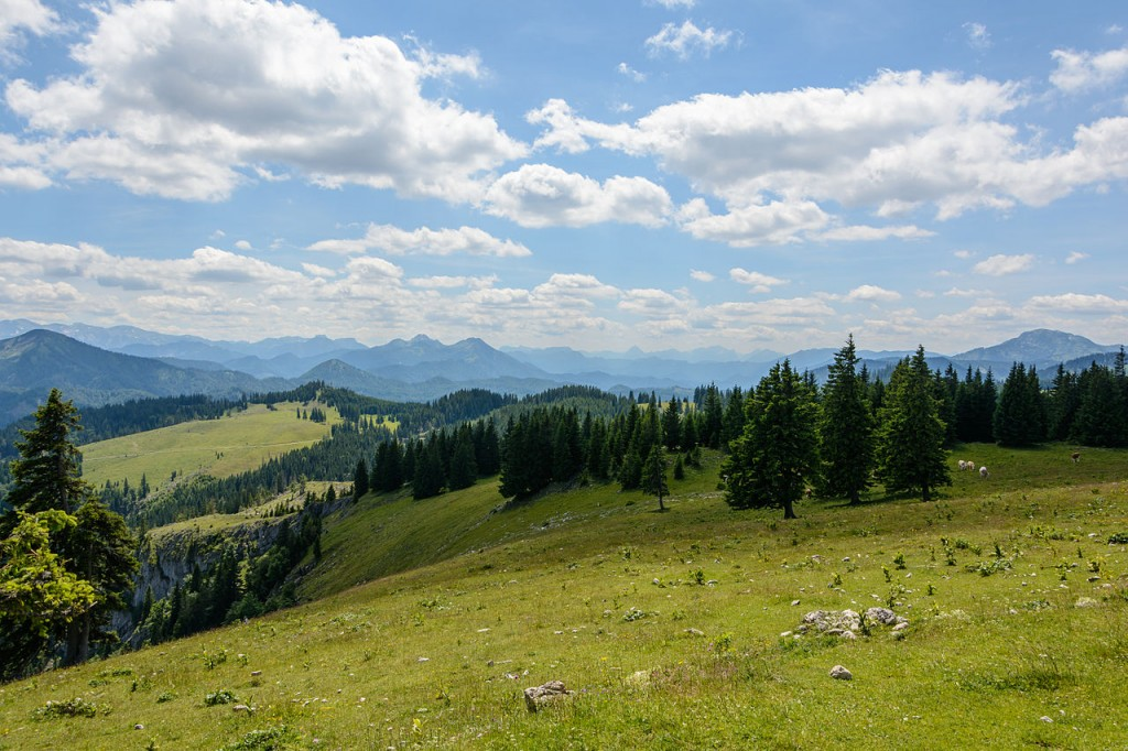 Westward View from Mitterbach am Erlaufsee, Austria. By Uoaei1. CC-BY-SA 4.0.